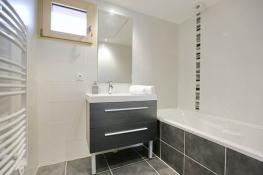 Douche ou baignoire - quelle salle de bains choisir pour votre bien immo neuf?